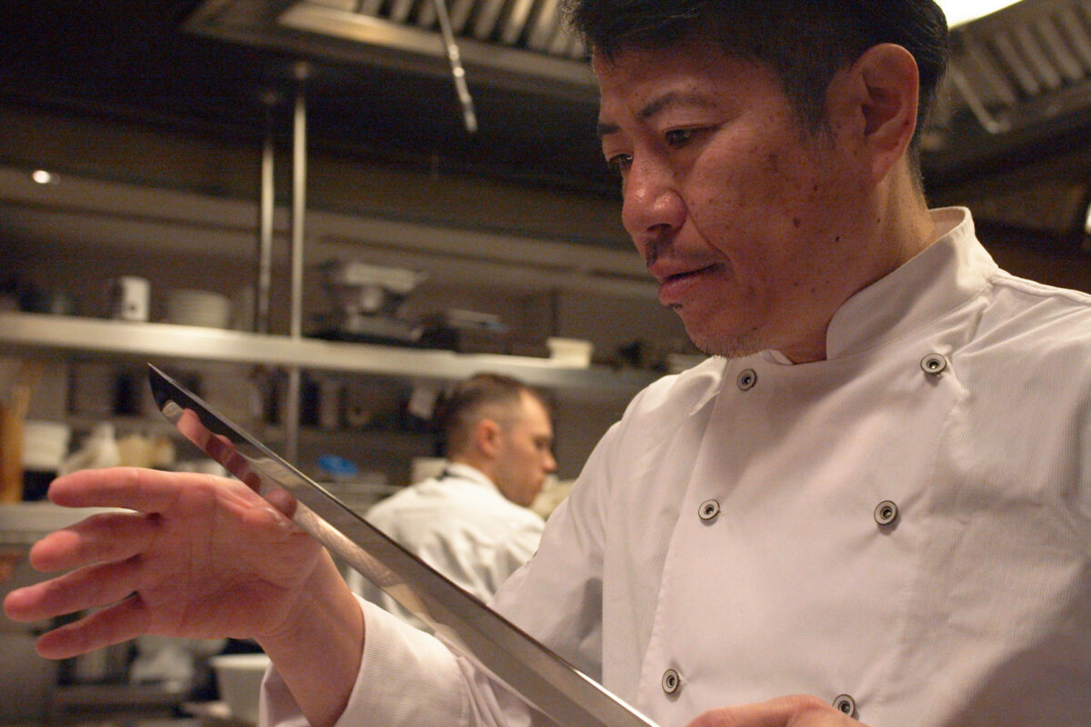 Viu l'art del ronqueig de la tonyina de la mà de Hideki Matsuhisa!